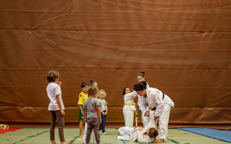 Maria Torboli allena judo ai bambini